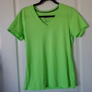 NIKE Dri-Fit V-Neck Regular Fit Tee Size Medium